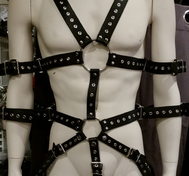 Läderharness Bondage Kropp med Öljetter Svart
