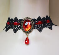 Spets halsband.